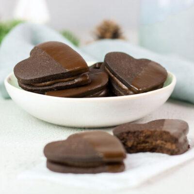 Diese Schoko-Nougat-Herzen sind Low Carb, mega lecker und glutenfrei.