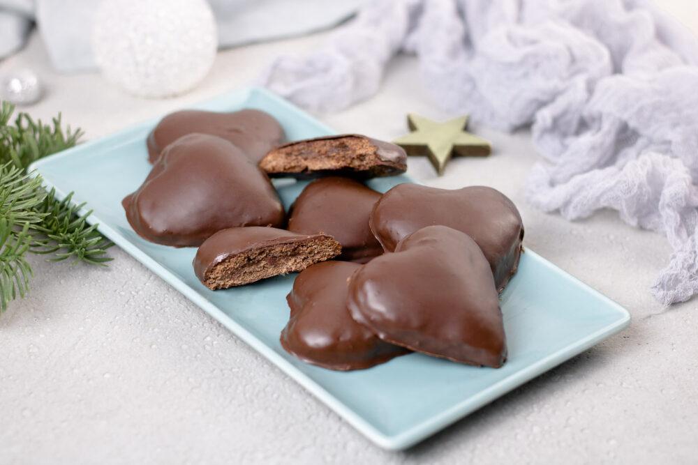 Gefüllte Lebkuchenherzen – Mega schokoladig und Low Carb!