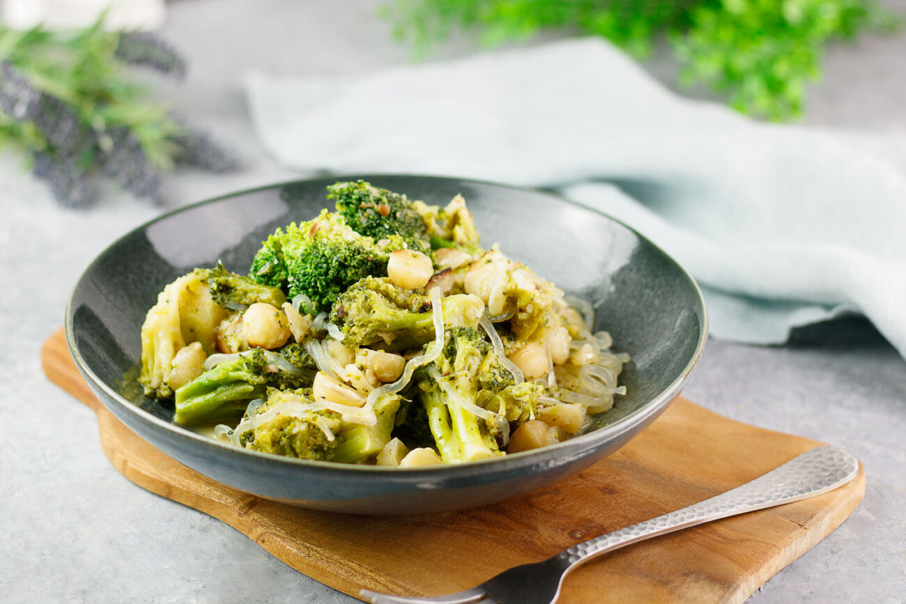 Vegane Brokkoli-Macadamia-Pfanne