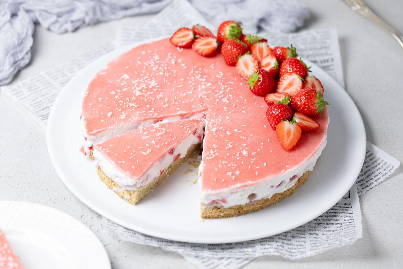 Low Carb Kokos-Erdbeer-Torte –