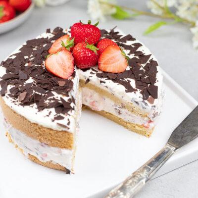 Stracciatella-Erdbeer-Torte